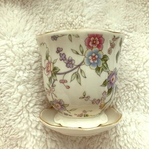 Cute little pot w/ dish and floral pattern